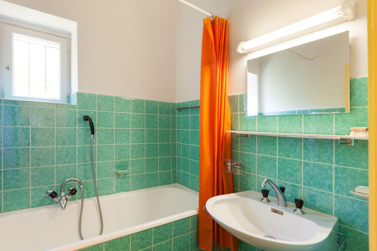 Badezimmer vor Fliesensanierung und Renovierung