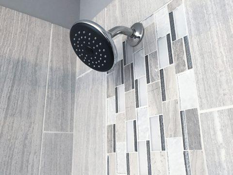 Badezimmer mit Fliesen vom Fliesenleger aus der Steiermark