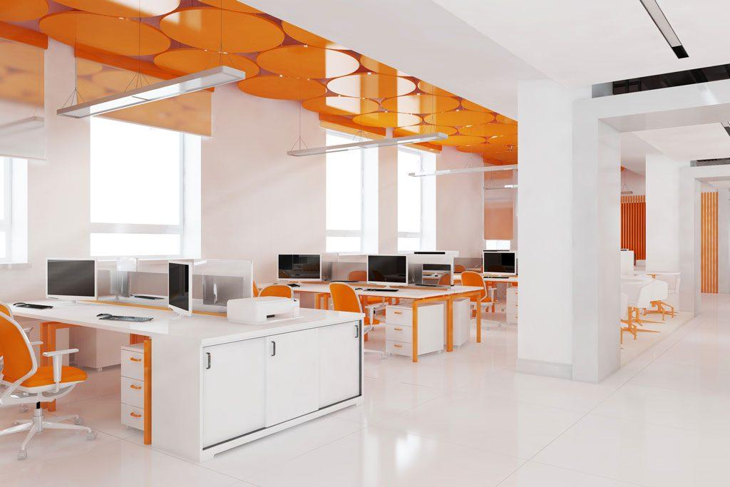 Büro- und Geschäftsraum mit Fliesen